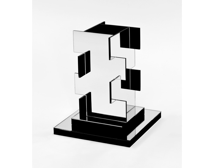 image-3-Constanze-Zikos_Chrome-theory-in-Exodus-aka-Vertical-view-1_2013_maquette_mirror