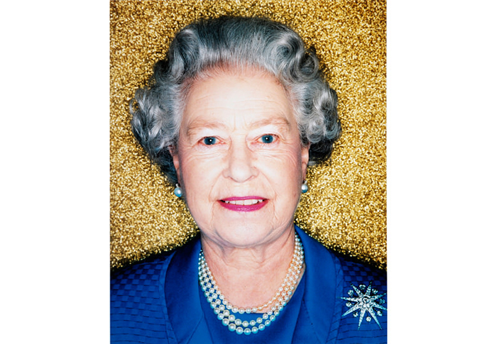Polly-Borland-Her-Majesty-Queen-Elizabeth-II-2001-700-485
